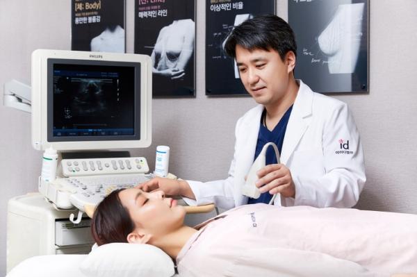 사진=아이디병원 신인석 원장(성형외과 전문의)